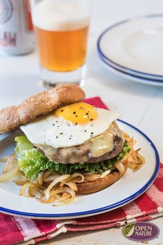 Make your summer burger even more special by topping with an egg and white cheddar cheese! This recipe is a must-try! Grilling Ideas, Grilling Recipes, Summer Burgers, White Cheddar Cheese, 30 Minute Meals, Game Day Food, Food Crafts, Protein Foods, Ground Beef Recipes
