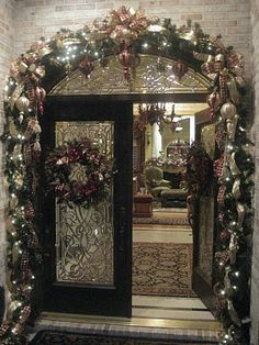 Elegant Christmas Decorations For Perfect Holiday Homes - Flawssy : double-door-porch-christmas-decorating-ideas Turn your home into a polished, chic and festive oasis for the holidays with these elegant decorating ideas. Christmas Front Doors, Christmas Porch, Noel Christmas, Outdoor Christmas, All Things Christmas, Christmas Lights, Christmas Wreaths, Christmas Entryway, Silver Christmas