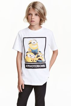 Printed T-shirt - White/Minions - Kids Boys Curly Haircuts, Boys Long Hairstyles, Boy Models, Child Models, Boys T Shirts, T Shirts For Women, Handsome Kids, Beauty Of Boys, Young Cute Boys