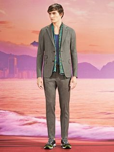Gucci's Men's Cruise 2014 collection is an amalgamation of deconstructed lines, weightless materials and euphoric prints! http://www.luxuryfacts.com/index.php/sections/article/3739