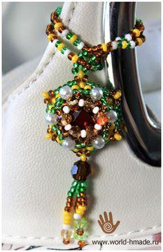 Подвеска (кулон): оплетение кабошона бисером и бусинами.