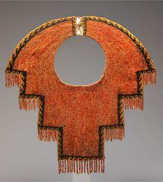 Peru ~ Chimú | Collar; spondylus shell and black stone beads ... www.pinterest.com Seed Beads, Beads Jewelry, Jewel Collars, Beads Cotton, America Jewels