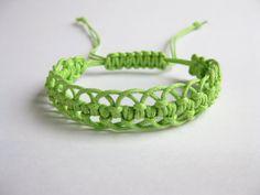 PATTERN Green Lacy Macrame Bracelet Pattern by Knotonlyknots