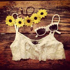 Vintage lace & flowers
