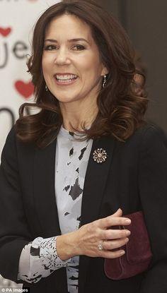 Après sa visite à l'hôpital de Copenhague, la princesse Mary a participé à la cérémonie de remise des prix de l'association danoise du coeu...