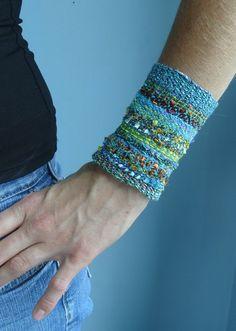 Handwoven Cuff Fabric Bracelet Sea Breeze von barefootweaver