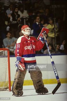 Old school complete with the Vic goalie stick Goalie Stick, Goalie Mask, Hockey Goalie, Hockey Games, Field Hockey, Hockey Players, Field Goal Kicker, Washington Capitals, Nfl Fans