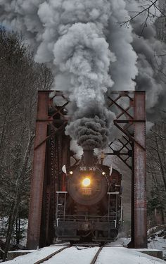 Steam Locomotive in North Conway, New Hampshire, U.S (by Kathleen Clemons on Conway Scenic Railroad - fun for the whole family By Train, Train Tracks, Train Rides, Train Art, Motor A Vapor, U Bahn Station, Old Trains, Train Pictures, Jolie Photo
