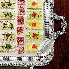 Canapés agrião-Crie cores com pepinos, abóbora amarela, doce cana-de-beterraba, caviar de salmão, abobrinha, ervas, rabanete, couve, e outros achados frescos. |