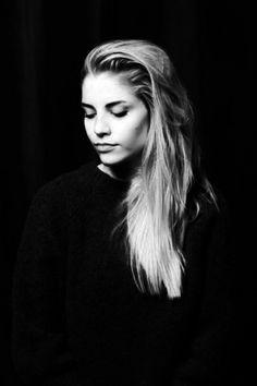 Hannah Reid – Lead Singer, London Grammar London Grammer, Black Heart Emoji, Female Singers, Great Bands, Girl Crushes, Most Beautiful Women, Grammar, Pretty Woman, Indie