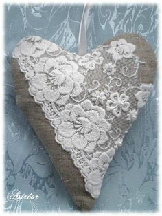Valentine Heart, Valentine Crafts, Valentines, Shabby Chic Romantique, Plastic Bag Storage, Shabby Chic Hearts, Crazy Quilt Stitches, Heart Projects, Fabric Hearts