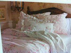 Pretty Bedroom Decor Ideas With Shabby Chic Style - Shabby Chic Target, Shabby Chic Fabric, Simply Shabby Chic, Shabby Chic Cottage, Shabby Chic Homes, Shabby Chic Decor, Shabby Fabrics, Cottage Style, Shabby Chic Interiors