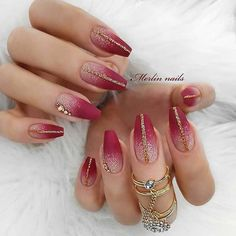 30 Sexy Nail Art Design 2019 To Make You Look Sassy Maroon Gold Nails Decor Fake Nails Environmentally friendly materials that will be good to your health Easy to stick and remove Help you cre Red Sparkly Nails, Pink Glitter Nails, Sparkle Nails, Maroon Nails, Red Ombre Nails, Red And Gold Nails, Gold Nail Art, Gold Glitter, Beautiful Nail Art