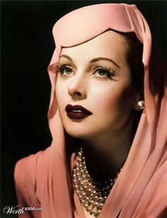Hedy Lamarr--such old Hollywood glamour Glamour Hollywoodien, Old Hollywood Glamour, Golden Age Of Hollywood, Vintage Glamour, Vintage Hollywood, Hollywood Stars, Classic Hollywood, Vintage Hats, Hollywood Icons
