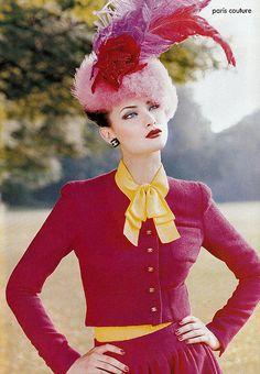 Shalom Harlow in Chanel, 1994. (via elisabetta castelpietra and latteandchanel)
