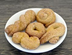 These wonderful crunchy cookies are only made with olive oil, sugar and flour. Perfect little bites to go with your coffee or tea.