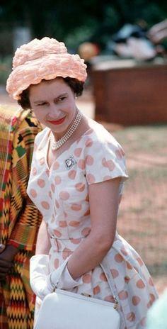 Elizabeth II, wearing Cullinan diamond V, Heart Brooch Young Queen Elizabeth, Elizabeth Philip, Queen Hat, British Royal Families, Royal Queen, Her Majesty The Queen, Elisabeth, Queen Of England, Princess Margaret