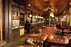 Sir Winston: Dîner pour 2 dans l'un des plus vieux pubs anglais de Paris dès € Coleslaw, Sauce Au Miel, Sauce Tartare, Go Bar, Club Design, Lodge Decor, Liquor Cabinet, Living Room Decor, Ravioli