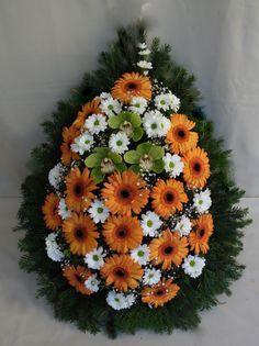 C.b.: I. L. Flower Garland Wedding, Flower Garlands, Terrarium Plants, Erika, Flower Designs, Floral Arrangements, Floral Wreath, Wreaths, Autumn
