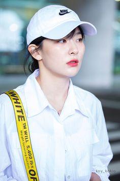 "YoungOnes☆*. on Twitter: ""190610 Seulgi - Incheon airport 🛬🛬🛬🛬 (4) #Seulgi #슬기 #레드벨벳 #RedVelvet… """