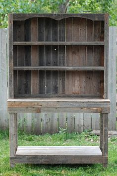 another primitive hutch - Looks a John weekend Project :~) by maria beatriz Barn Wood Projects, Reclaimed Wood Projects, Furniture Projects, Furniture Plans, Diy Furniture, Pallet Projects, System Furniture, Furniture Chairs, Garden Furniture