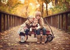 How adorable! ♡ Family Photo Session Ideas | Props | Prop | Child Photography | Clothing Inspiration| Fashion | Pose Idea | Poses | Fall | Outdoor