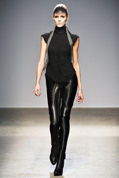 Gareth Pugh Fall 2010 Ready-to-Wear Fashion Show - Anja Rubik
