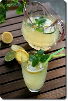 Homemade limonade with fresh mint Healthy Smoothies, Healthy Drinks, Healthy Recipes, Summer Drinks, Cocktail Drinks, Homemade Lemonade, Juice Smoothie, Food Videos, Food Inspiration