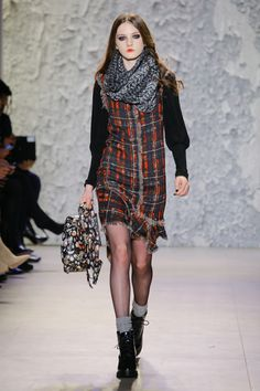 http://www.vogue.com/fashion-shows/fall-2017-ready-to-wear/nicole-miller/slideshow/collection