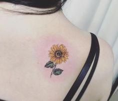 Celebrate the Beauty of Nature with these Inspirational Sunflower Tattoos – Kick… Feiern Sie die Schönheit der Natur mit diesen inspirierenden Sonnenblumen-Tattoos – KickAss Things Sunflower Tattoo Meaning, Sunflower Tattoo Simple, Sunflower Tattoo Shoulder, Sunflower Tattoos, Sunflower Tattoo Design, Flower Tattoo Designs, Shoulder Tattoo, Side Tattoos, Small Tattoos