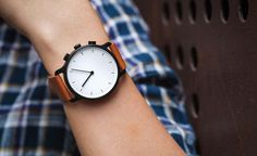 A Sleek Smartwatch That Looks Like A Minimalist Analog Timepiece - DesignTAXI.com