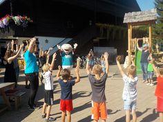 BIBI und die Kinder sind voller Musik, da wird getanzt - jeder in seinem Naturel. Hotels, Dance, Musik, Kids