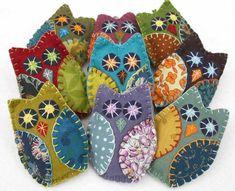 Felt crafts Vintage - Felt Owl Ornaments, Handmade felt owls in vintage retro colors Felt Christmas Ornaments, Handmade Ornaments, Handmade Felt, Felt Owls, Felt Birds, Felt Animals, Felt Embroidery, Felt Applique, Embroidery Ideas