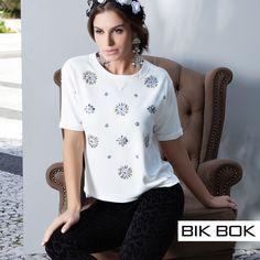 "Detalhes em pedraria da tendência ""Dark Romance"" #fashion #bikbok #inverno2015"