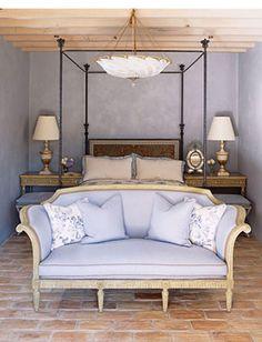 Bedroom in shades of periwinkle