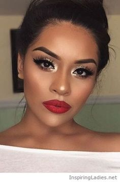Gold for eyes, red for lips | Inspiring Ladies