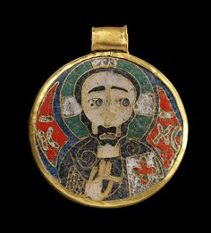Golden pendant made in cloisonné technique showing the bust of Christ with nimubs and codex on the frontside and a cruciform flower with four petals on the backside. Middle Byzantine, 10th - 11th century A.D.