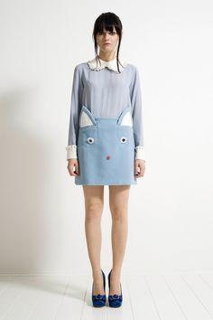 Fondée en 2008, la marque de la créatrice italienne Vivi Ponti commence à faire parler d'elle. Elle fait notamment ses débuts chez Roberto Cavalli, et lanc