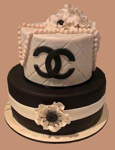 Southern Blue Celebrations: Coco Chanel Cake, Cupcakes, and Cookies Coco Chanel Cake, Bolo Chanel, Cake Coco, Adult Birthday Cakes, Themed Birthday Cakes, Happy Birthday Cakes, Beautiful Cakes, Amazing Cakes, Chanel Birthday Cake