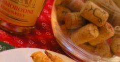 Zsírral készült, isteni finom sós rágcsálnivaló. Hozzávalók: 40 dkg liszt 20 dkg zsír 10 dkg reszelt sajt 1 kis pohár tejföl 1 csap... Pickles, Rum, Cucumber, Food, Meal, Essen, Pickle, Hoods, Meals