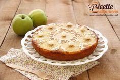 Una torta semplice alle mele, fresca e profumata, con pochi ingredienti, ideale per la prima colazione. Procedimento Togliete il torsolo dalle mele con l'a