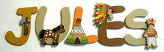 Lettres en bois décorées sur thème indien.