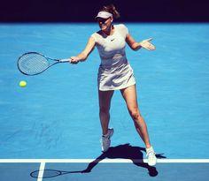 "Maria Sharapova a Twitteren: ""Round 1 👊🏻 #AusOpen ❤️ This Dress https://t.co/d7MXpsE461"""