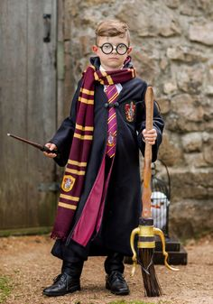 The luxurious Hogwarts robe makes a great Harry Potter movie Halloween costume. Harry Potter costumes are a great group costume idea with Ron and Hermione, too! Check out our Harry Potter accessories. Teenage Halloween Costumes, Best Kids Costumes, Boy Costumes, Couple Halloween Costumes, Halloween Kids, Halloween Crafts, Halloween 2020, Costume Ideas, Harry Potter Kids Costume