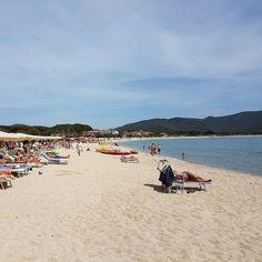 Buongiorno dalla spiaggia di #marinadicampo #camponellelba. Continuate a taggare le vostre foto con #isoladelbaapp il tag delle vostre #vacanze all'#isoladelba.