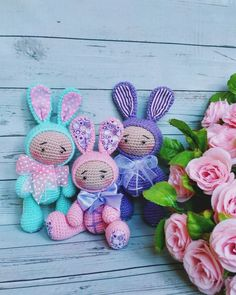 Free pattern! Get inspiration from these three wonderful bunny dolls enjoying a spring warm!