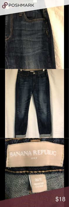 """Banana Republic Crops Very soft, beautiful wash Capris or Crops in great condition. Waist 14"""", inseam 24"""". Slight stretch. Perfect for Autumn days with a tee or sweater. Banana Republic Jeans Ankle & Cropped"""