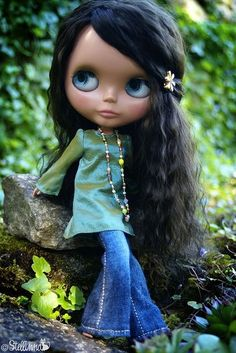 Finding myself a little obsessed with Blythe dolls again, there is a whole world of Blythe customising out there, it sounds fun.  Bummer they cost hundreds to thousands of dollars :(