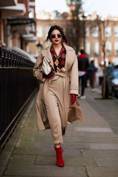 The Best Street Style Moments From London Fashion Week Fall 2018 - Camel and Red: Trending from InStyle.com