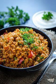 bulgur s cizrnou (pilaf)- 5 porcií, super Czech Recipes, Raw Food Recipes, Vegetarian Recipes, Cooking Recipes, Healthy Recipes, Vegetable Dishes, Food Inspiration, Food And Drink, Lunch